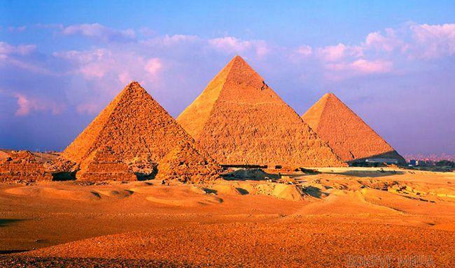 одне з найкрасивіших місць світу: піраміди Гізи