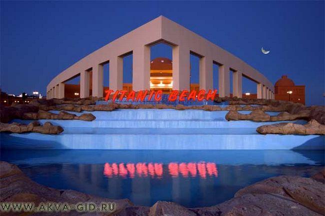 Готель з аквапарком «титанік» в хургаді.