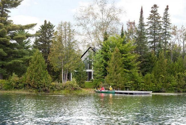 Шале на березі мальовничого озера в канаді