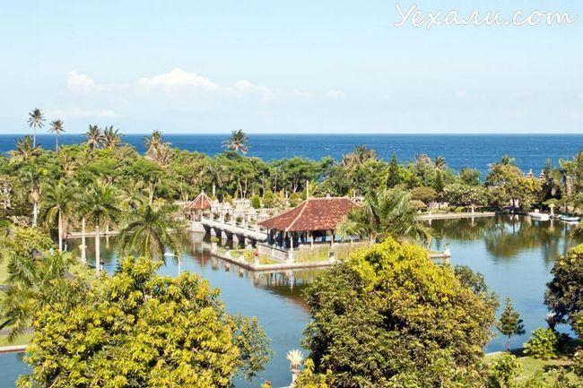 Водний палац Таман Уджунг на Балі