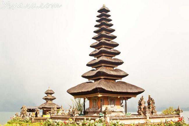 Пам`ятки острова Балі: храм Пура Улун Дану на озері Братан
