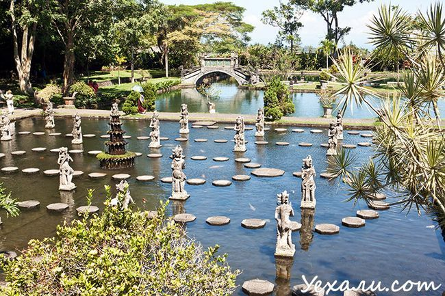 Пам`ятки Балі: палац на воді Тіртаганга