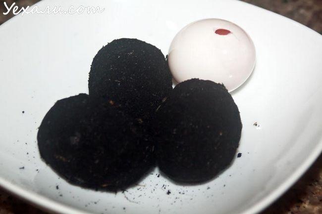 Незвичайні продукти з Теско Лотус в Паттайя: чорні солоні качині яйця