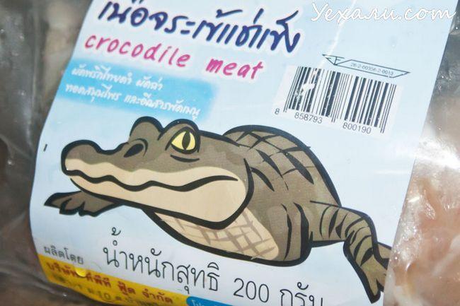 Екзотична їжа з магазину Теско Лотус в Паттайя: крокодилове м`ясо