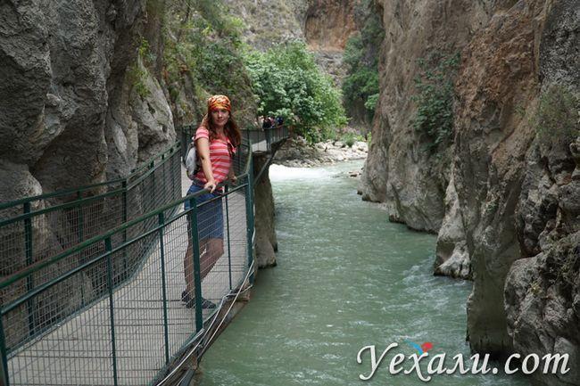 Міст в ущелині Сакликент
