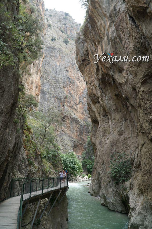 Вертикальне фото ущелини Сакликент