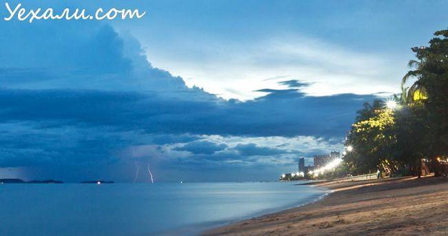 Влітку в Таїланді дощі йдуть часто, але рідко.