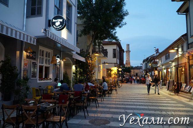Старе місто Анталії ввечері