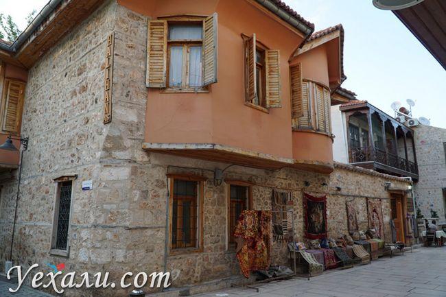 Будинки в старій Анталії