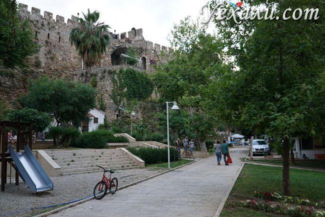 Міські стіни в Анталії