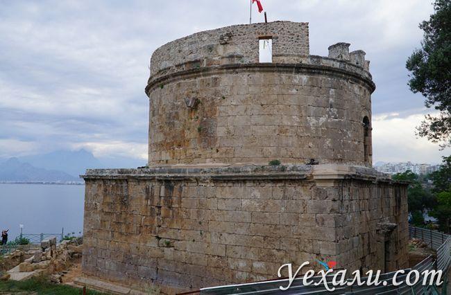 Вежа Хидирлик в старій Анталії