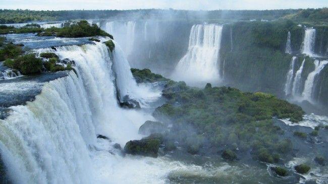 Водоспади ігуасу в аргентині і бразилии
