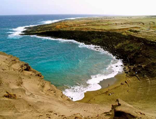 Зелений пісок пляжу Papakolea Beach, Великий острів, Гаваї (США)